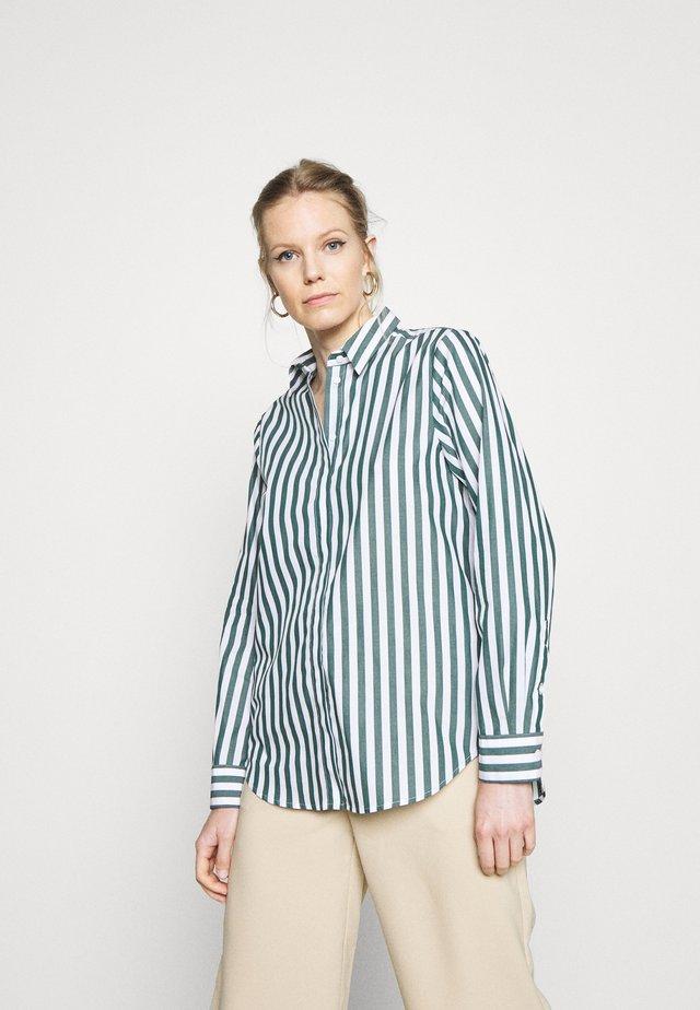 LANGARM - Camisa - grün