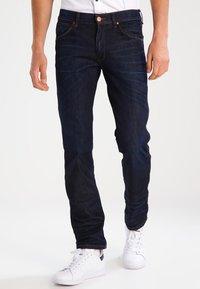 Wrangler - GREENSBORO - Straight leg jeans - rinse resin - 0