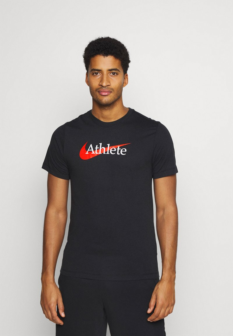 Nike Performance - TEE ATHLETE - T-shirt med print - black/team orange