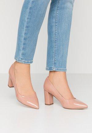 WIDE FIT DAKOTA CLOSED COURT - Classic heels - nude