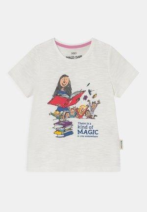 MATILDA TEE - Print T-shirt - white
