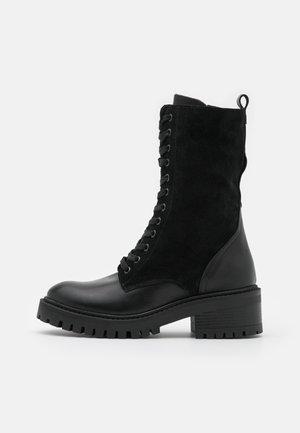 Stivali con i lacci - black
