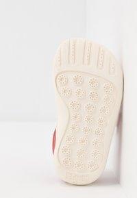 Camper - PEU CAMI - Zapatos de bebé - red - 5