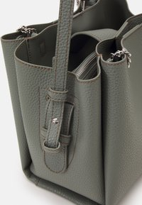 Emporio Armani - ANNIE TOTE PUBBLE - Handbag - argilla/clay - 4