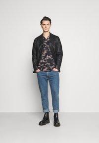 AllSaints - HONGSHAN - Shirt - jet black/grey - 1