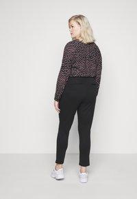 Pieces Curve - PCFIE PANTS - Trousers - black - 2