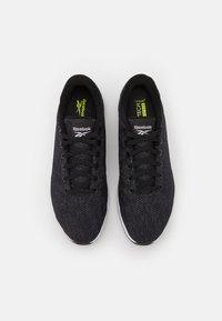 Reebok - EVER ROAD DMX 4.0 - Sportieve wandelschoenen - core black/footwear white - 3