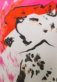 Marc Cain - Triko spotiskem - shocking pink - 2