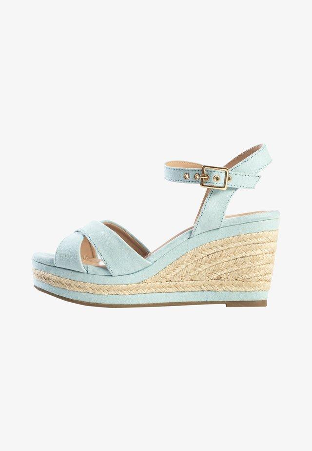 CHELSEY - Sandalen met sleehak - light blue