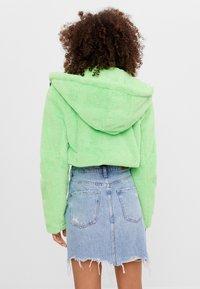 Bershka - MIT KAPUZE - Fleece jacket - green - 2