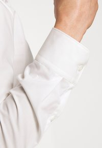 HUGO - ELISHA - Formal shirt - natural - 5