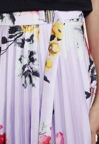 Apart - PRINTED PLISSEE SKIRT - Jupe trapèze - lavender/multicolor - 4