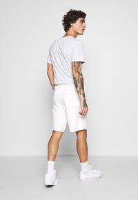 Nike Sportswear - M NSW HE FT ALUMNI - Shorts - sail - 2