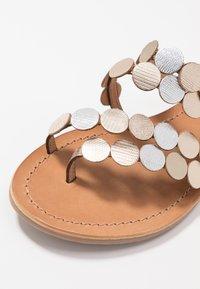 Les Tropéziennes par M Belarbi - HOROND - T-bar sandals - or - 6