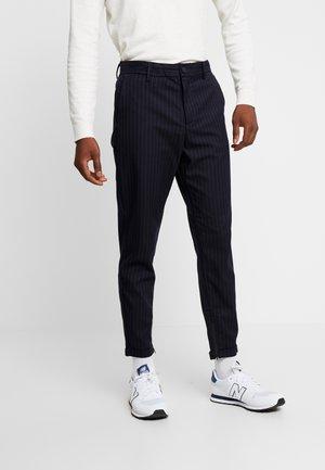 SLHSPECIA ALEX MIX ZIP PANTS - Trousers - dark sapphire
