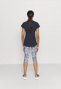 Helly Hansen - NORD GRAPHIC DROP - Print T-shirt - navy - 2
