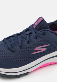 Skechers Performance - GO GOLF ARCH FIT - Golf shoes - navy/pink - 5