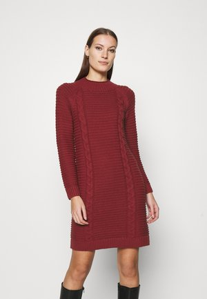 FUNNEL NECK  CABLE - Abito in maglia - mulled cranberry