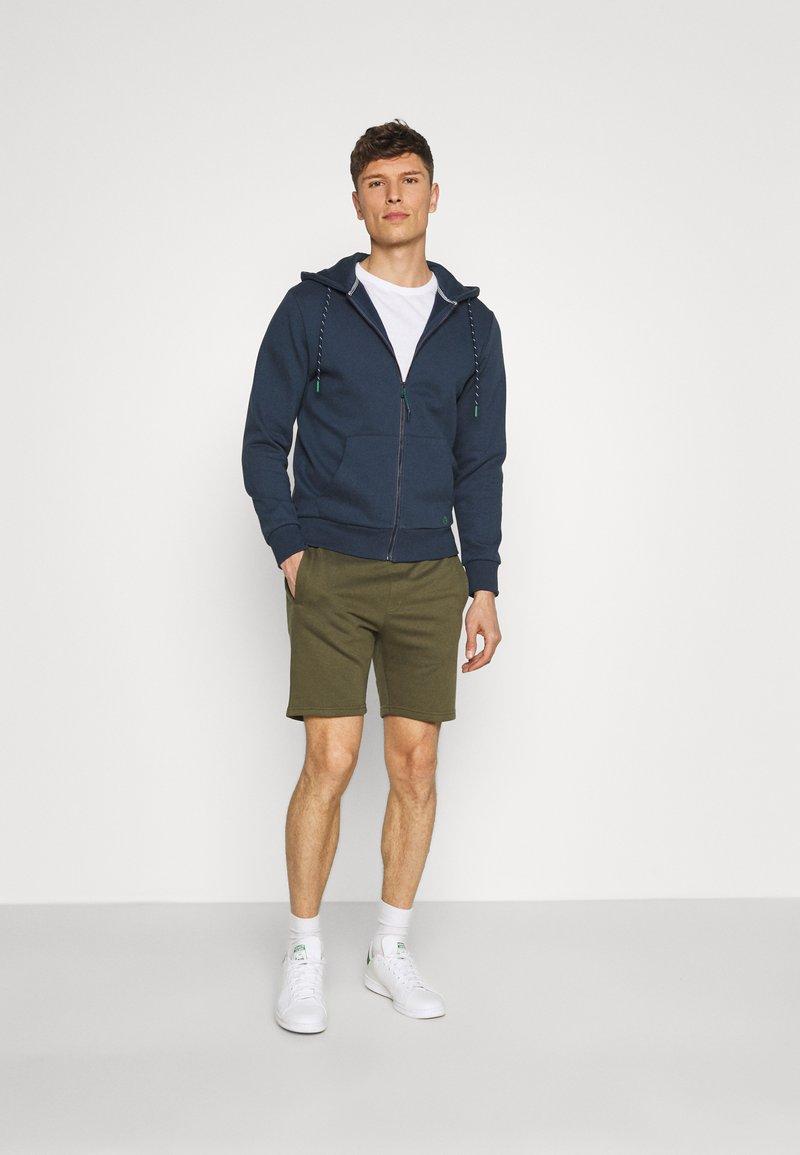 Pier One - 2 PACK - Shorts - khaki/dark blue
