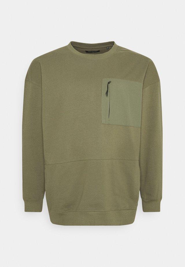 UTILITY CREW NECK - Sweater - army