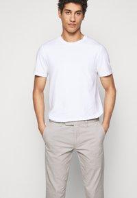 Polo Ralph Lauren - FLAT PANT - Trousers - grey fog - 4