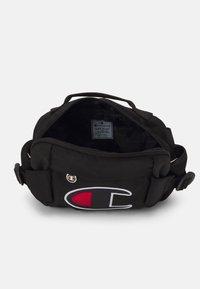 Champion Reverse Weave - BELT BAG UNISEX - Bum bag - black - 2