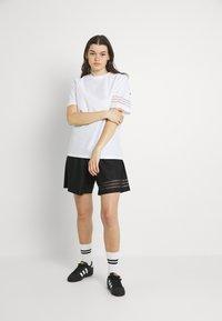 adidas Originals - Basic T-shirt - white - 1