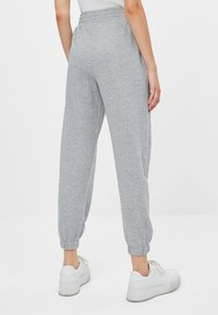 Bershka - Trainingsbroek - light grey - 2