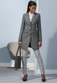 Alba Moda - Leather trousers - hellgrau - 7