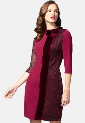PRINCESS SEAM WITH VELVET - Vapaa-ajan mekko - burgundy