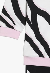 adidas Originals - HOODIE SET - Träningsset - black/white/clear pink - 4