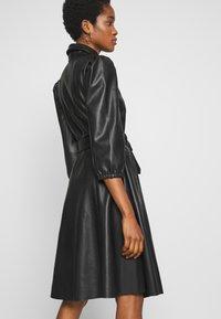 Vila - VIDARAS 3/4 DRESS - Košilové šaty - black - 4