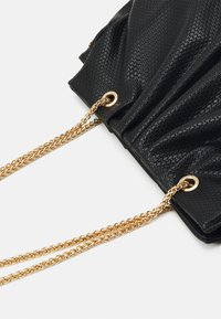 Pieces - PCLEAFY OVERSIZED - Across body bag - black - 3