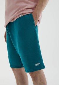 PULL&BEAR - Shorts - green - 4