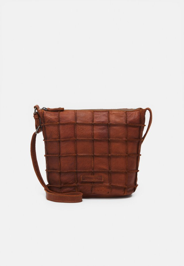 WAFFELINCHEN - Across body bag - cognac