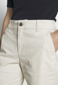 GAP - BERMUDA - Shorts - beige - 4