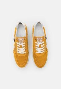 Marco Tozzi - BY GUIDO MARIA KRETSCHMER - Sneakers laag - saffron - 5