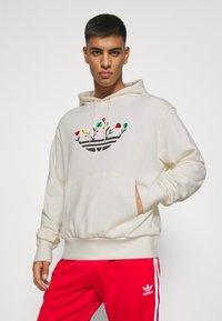 adidas Originals - FLORAL TREFOIL UNISEX - Sweatshirt - off white - 0