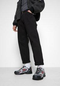 New Balance - MR530 - Sneakersy niskie - black/red - 0