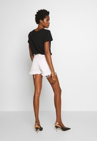 Diesel - RIFTY - Shorts di jeans - white - 2