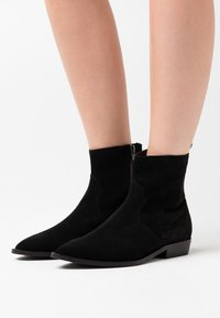Selected Femme - SLFABIGAIL CLEAN - Cowboy/biker ankle boot - black - 0