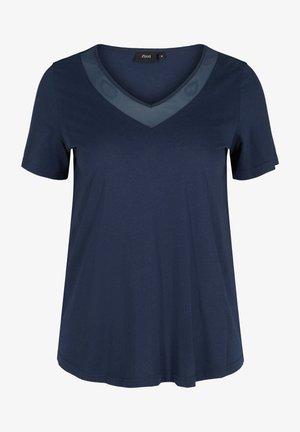 MIT V-AUSSCHNITT UND MESH - Print T-shirt - blue