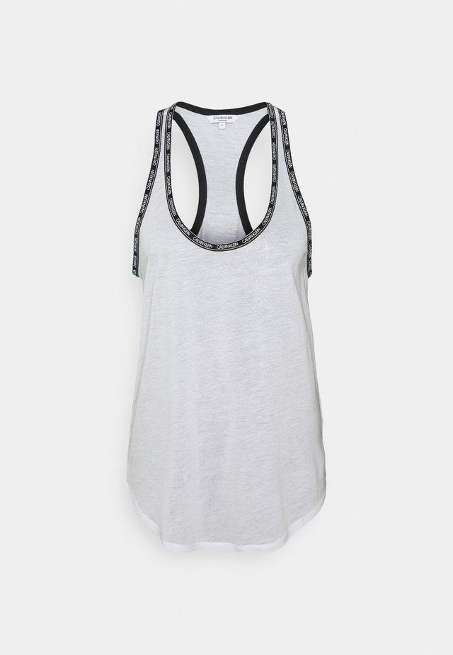 CORE LOGO TAPE TOP - Pyžamový top - classic white