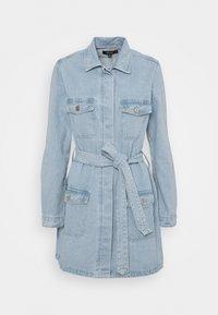Missguided - UTILITY POCKET BELTED DENIM DRESS - Vestido vaquero - light blue - 3