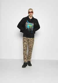 Weekday - OVERSIZED UNISEX  - T-shirt med print - black - 1