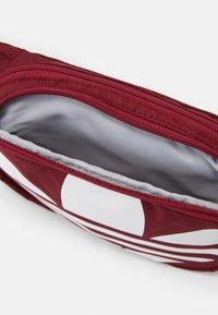 adidas Originals - ESSENTIAL WAIST UNISEX - Bum bag - bordeaux - 2