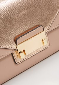 Dorothy Perkins - PUSHLOCK MIX  - Clutch - rose - 6