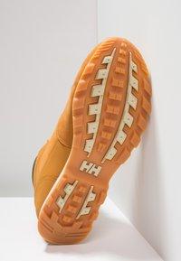 Helly Hansen - TSUGA - Trekking boots/ Trekking støvler - new wheat/espresso/natura - 4