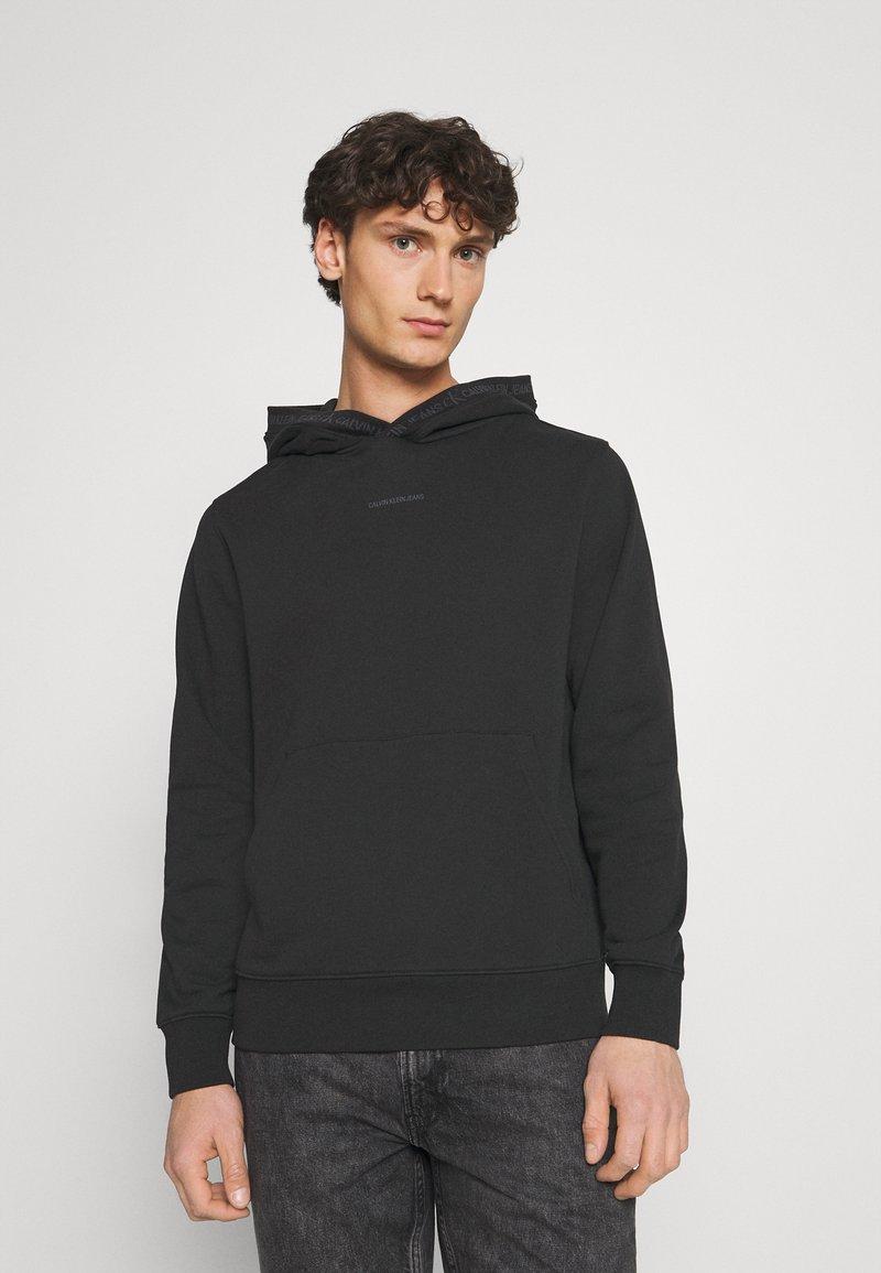 Calvin Klein Jeans - Hættetrøjer - black
