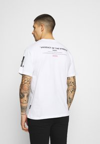 Hoodrich - FLEX  - Print T-shirt - white/black - 2